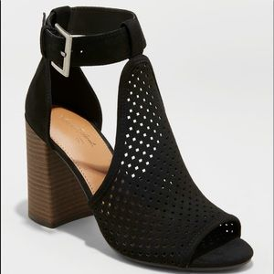 Women's Hannah Laser Cut Heeled Pump Sandals sz10